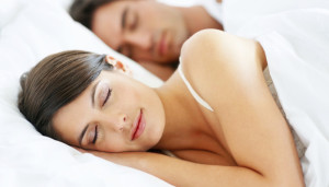 sleeping-couple-1-700x400